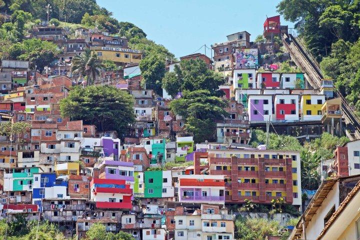 13/01/2014 - Projeto 'Tudo de Cor' do Santa Marta. Foto Marcelo Horn